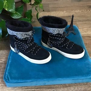 NEW Toms Alpine black Leather suede boots